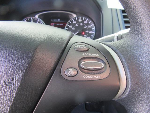 2016 Nissan Pathfinder S 18
