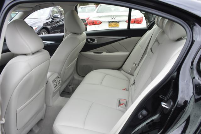 2015 INFINITI Q50 4dr Sdn AWD 9
