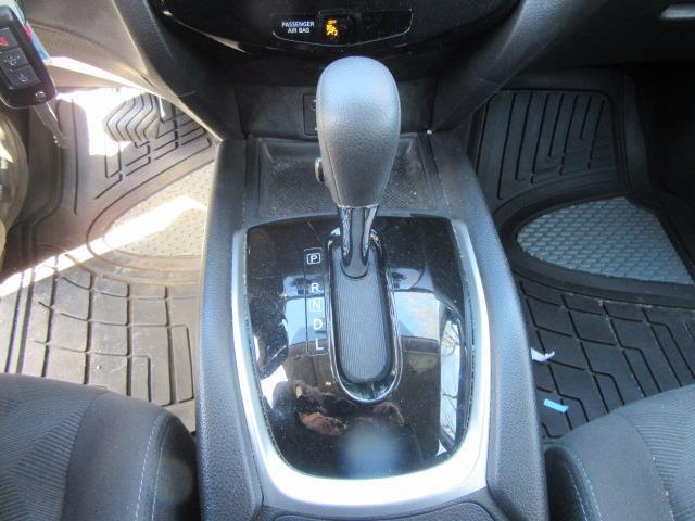 2016 Nissan Rogue S 22