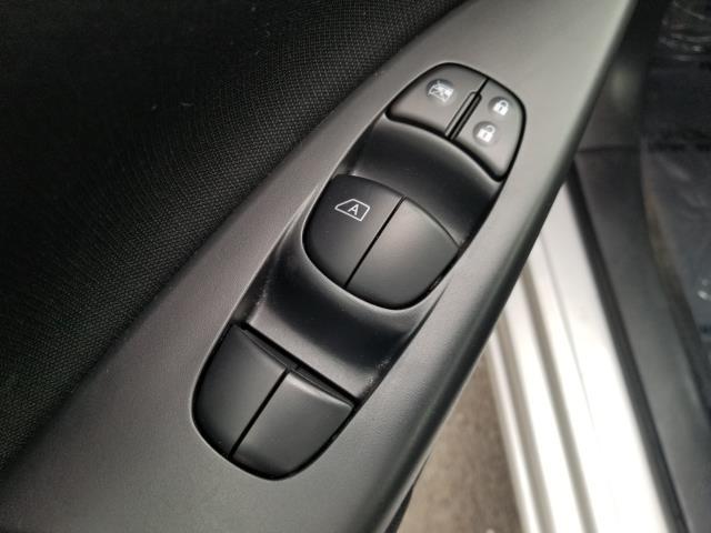 2015 Nissan Sentra SV 17