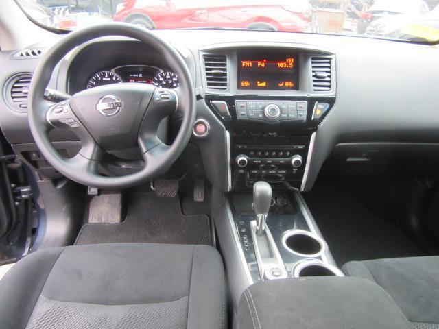 2016 Nissan Pathfinder S 13
