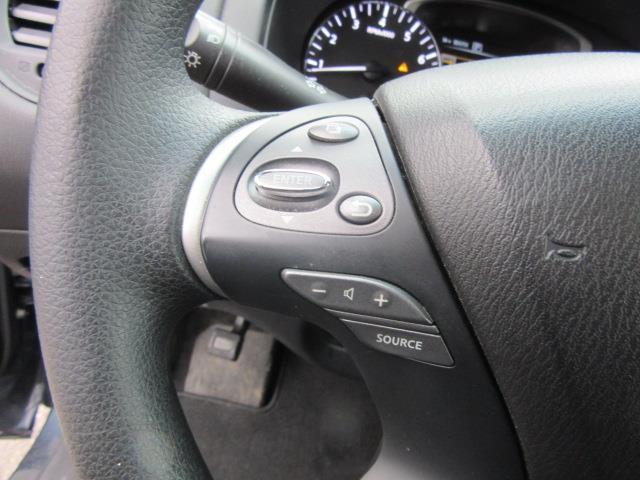 2016 Nissan Pathfinder S 17