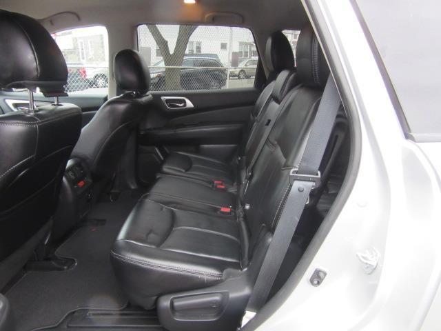 2015 Nissan Pathfinder SL 12