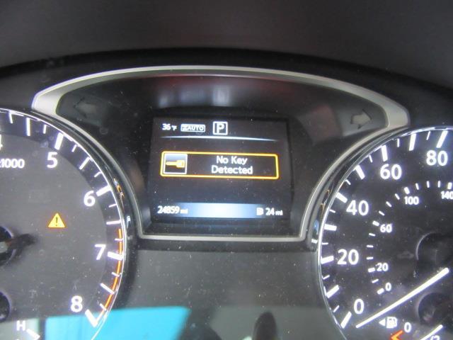 2016 Nissan Pathfinder S 27