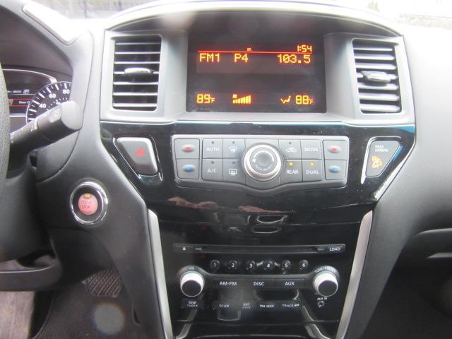 2016 Nissan Pathfinder S 26