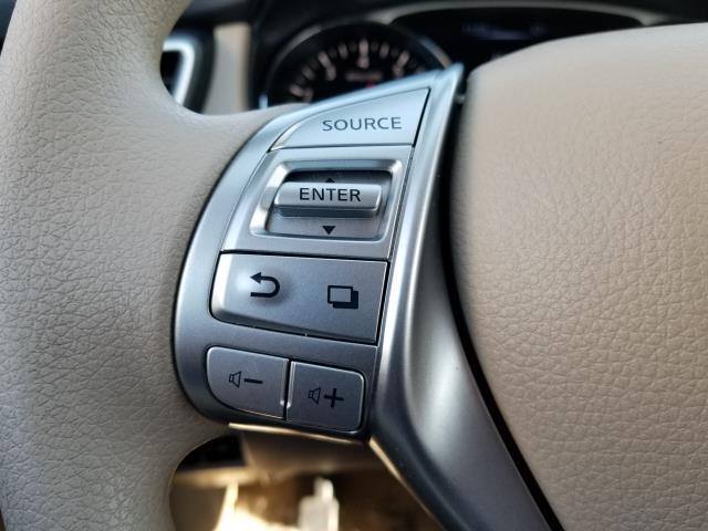 2015 Nissan Rogue SV 18