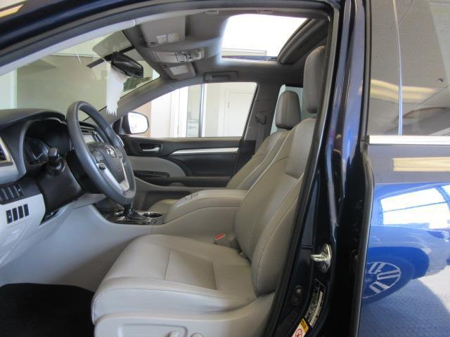 2016 Toyota Highlander XLE 10