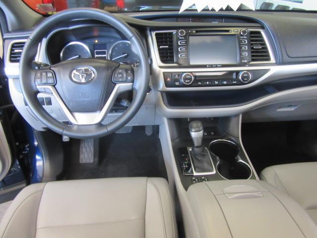 2016 Toyota Highlander XLE 13