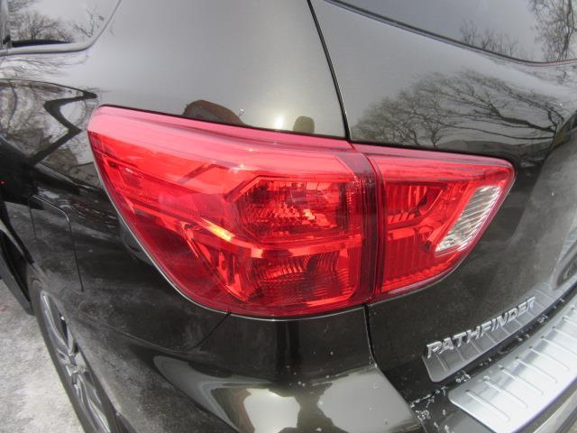 2017 Nissan Pathfinder SL 8