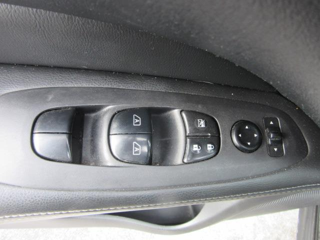 2017 Nissan Pathfinder SL 15