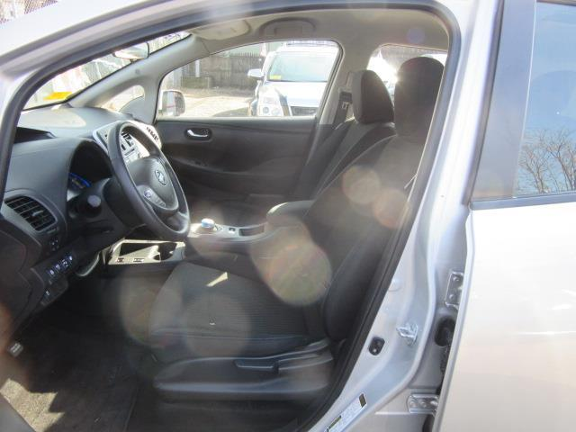 2015 Nissan LEAF S 9