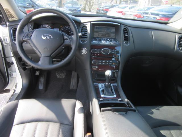 2017 INFINITI QX50 AWD 11