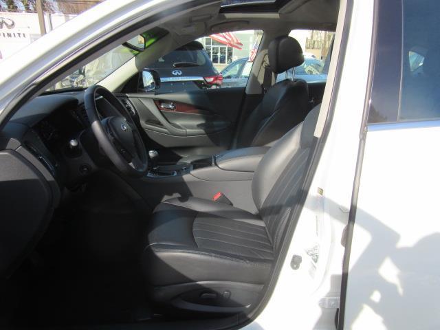 2017 INFINITI QX50 AWD 9