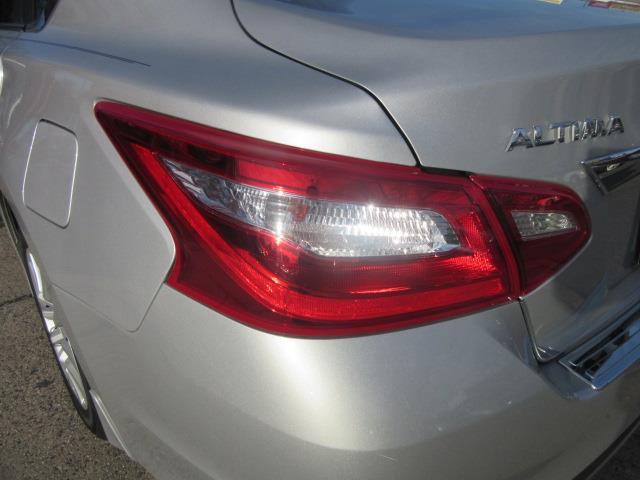 2017 Nissan Altima 2.5 S 9