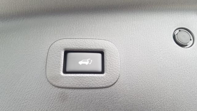 2018 INFINITI QX80 AWD 4