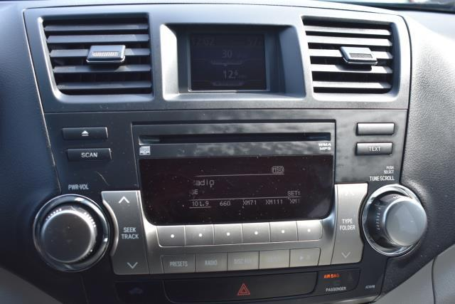 2011 Toyota Highlander Base 13