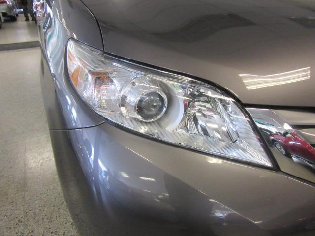 2015 Toyota Sienna XLE 4