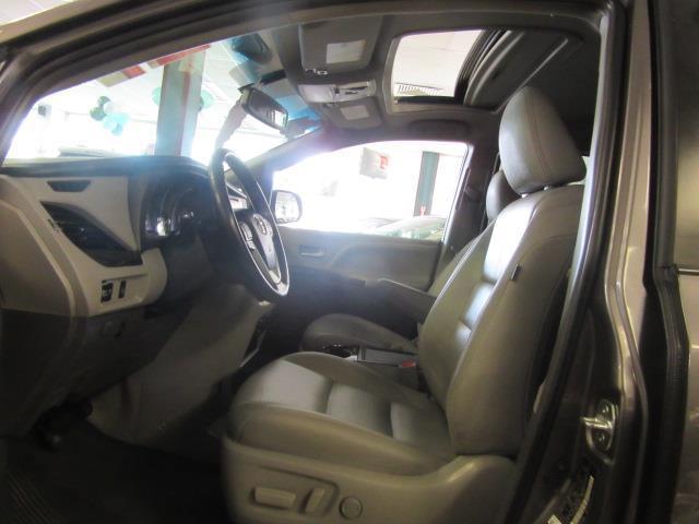 2015 Toyota Sienna XLE 9