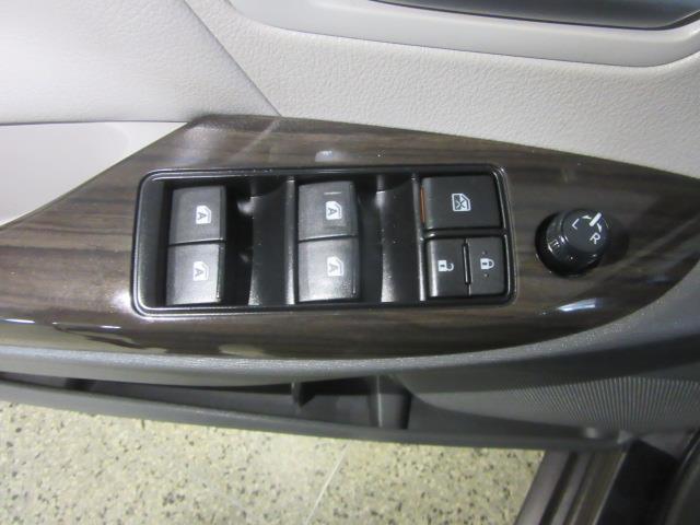 2015 Toyota Sienna XLE 14