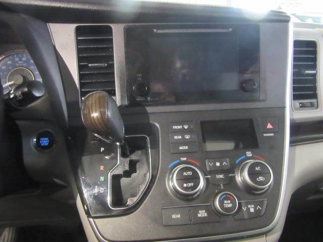 2015 Toyota Sienna XLE 25