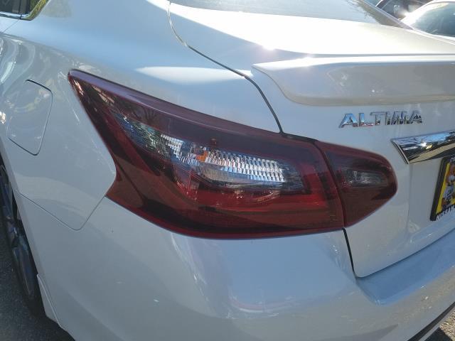 2017 Nissan Altima 2.5 SR 9