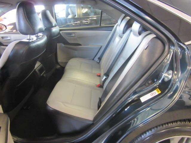 2016 Toyota Camry SE 8