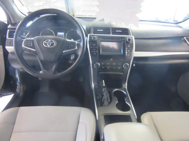 2016 Toyota Camry SE 9