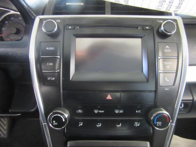 2016 Toyota Camry SE 26