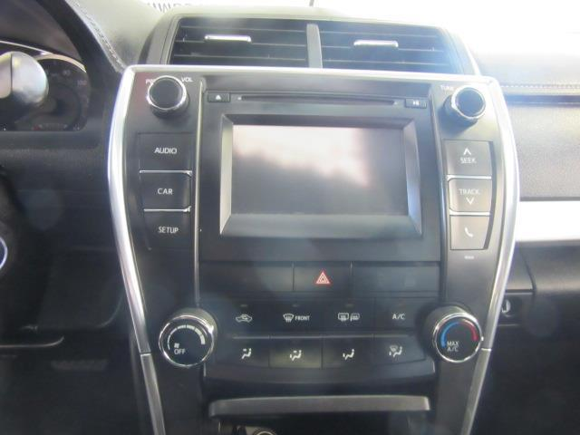 2016 Toyota Camry SE 22