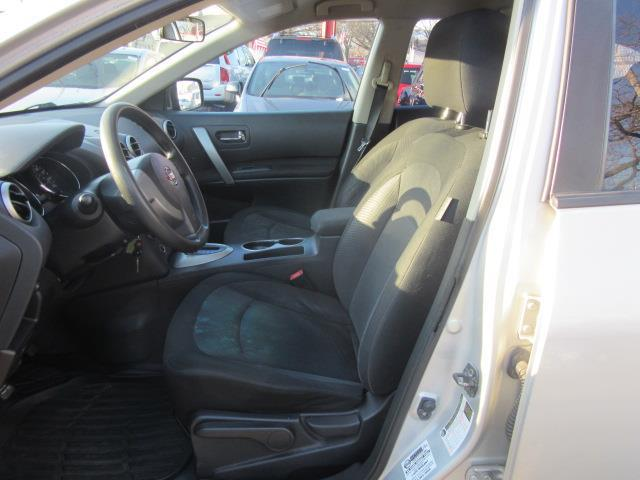 2011 Nissan Rogue S 10