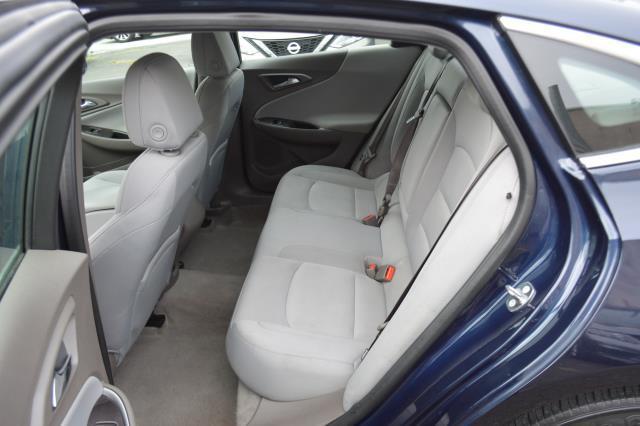 2017 Chevrolet Malibu LS 9