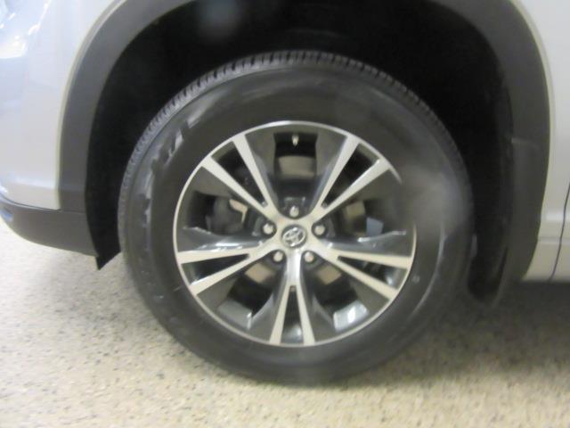 2016 Toyota Highlander XLE 8