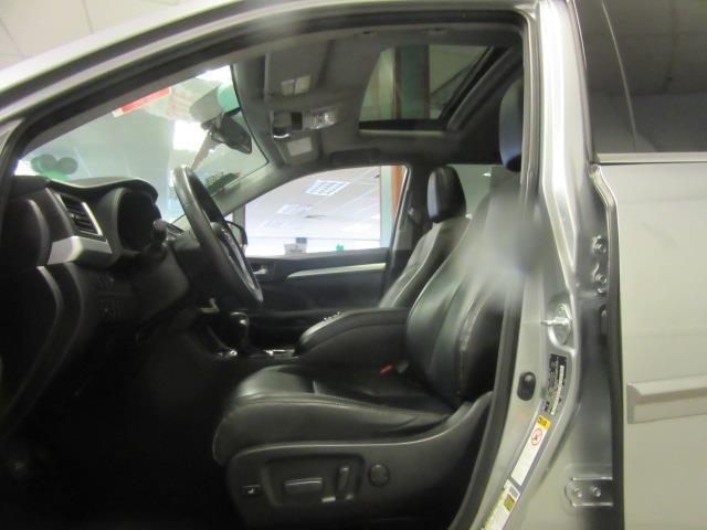 2016 Toyota Highlander XLE 9