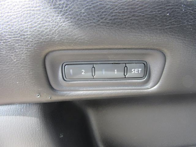 2015 Nissan Pathfinder SL 16