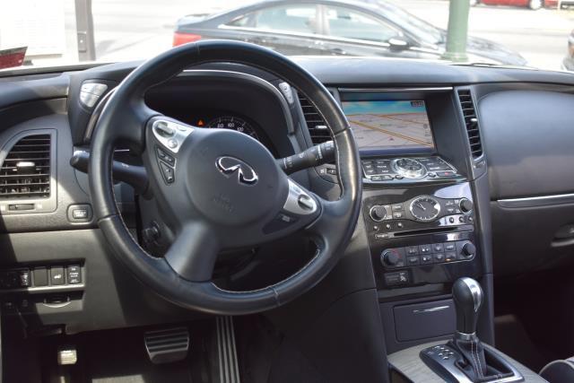 2017 INFINITI QX70 AWD 9