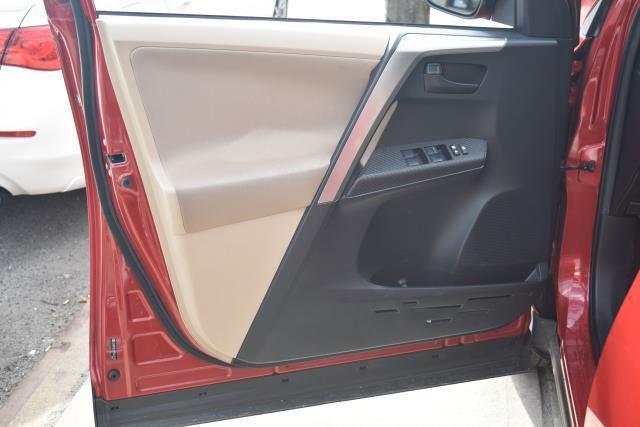 2013 Toyota RAV4 XLE 14