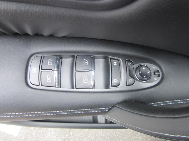 2017 INFINITI QX80 AWD 15