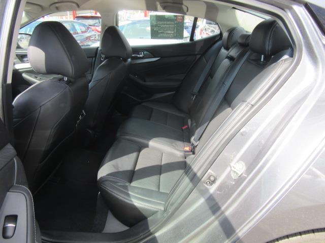 2017 Nissan Maxima SV 10