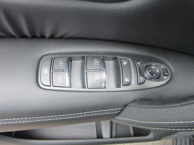 2017 INFINITI QX80 AWD 12