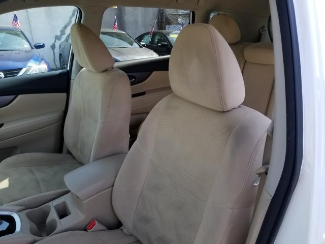 2016 Nissan Rogue SV 9