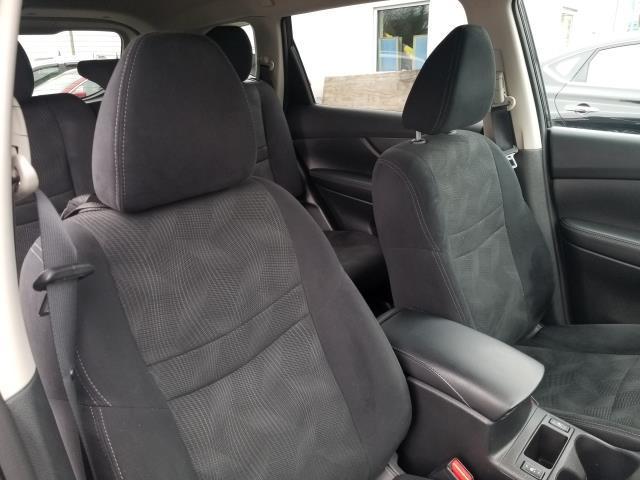 2016 Nissan Rogue SV 14