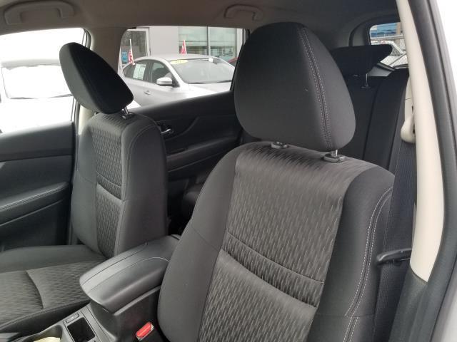 2017 Nissan Rogue SV 9