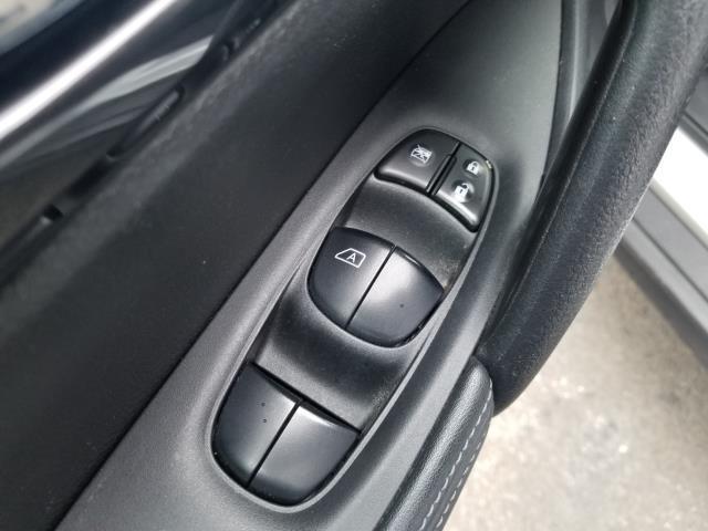 2017 Nissan Rogue SV 17