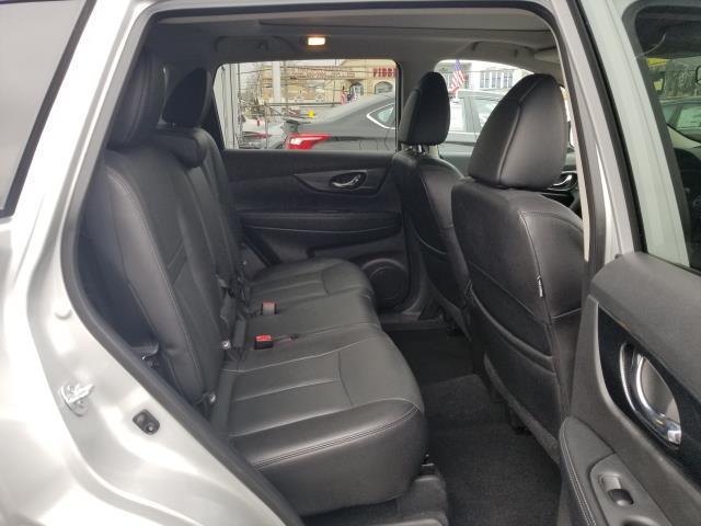 2016 Nissan Rogue SL 13