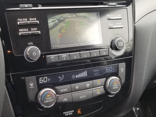 2016 Nissan Rogue SV 21