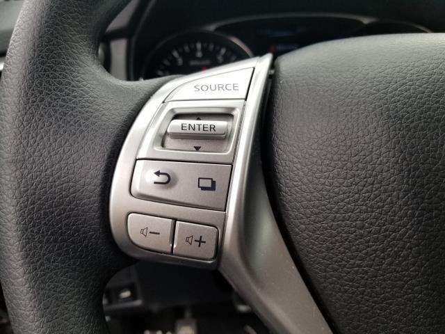 2016 Nissan Rogue SV 17