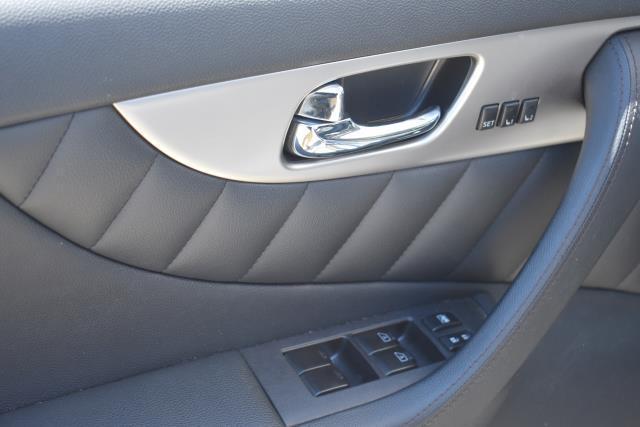 2016 INFINITI QX70 AWD 4dr 17