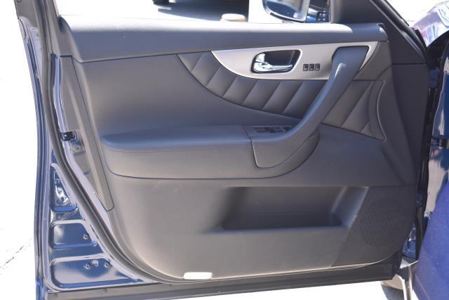 2016 INFINITI Qx70 AWD 4dr 16