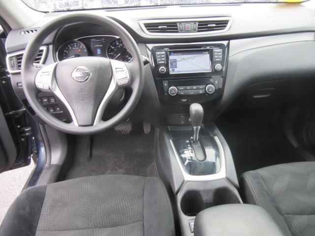 2016 Nissan Rogue SV 12