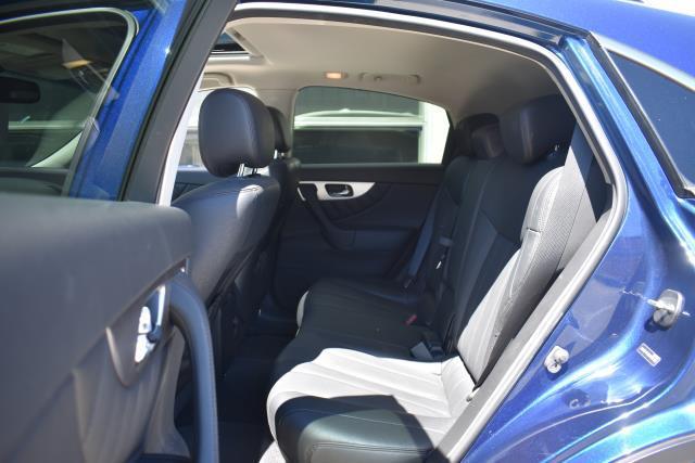2016 INFINITI QX70 AWD 4dr 13
